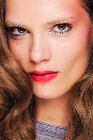 Maquillaje con labios rojos